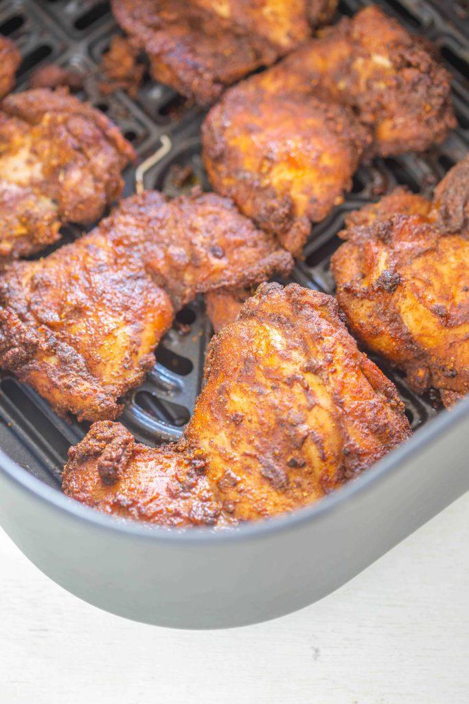 air fryer chicken thighs shawarma in the basket